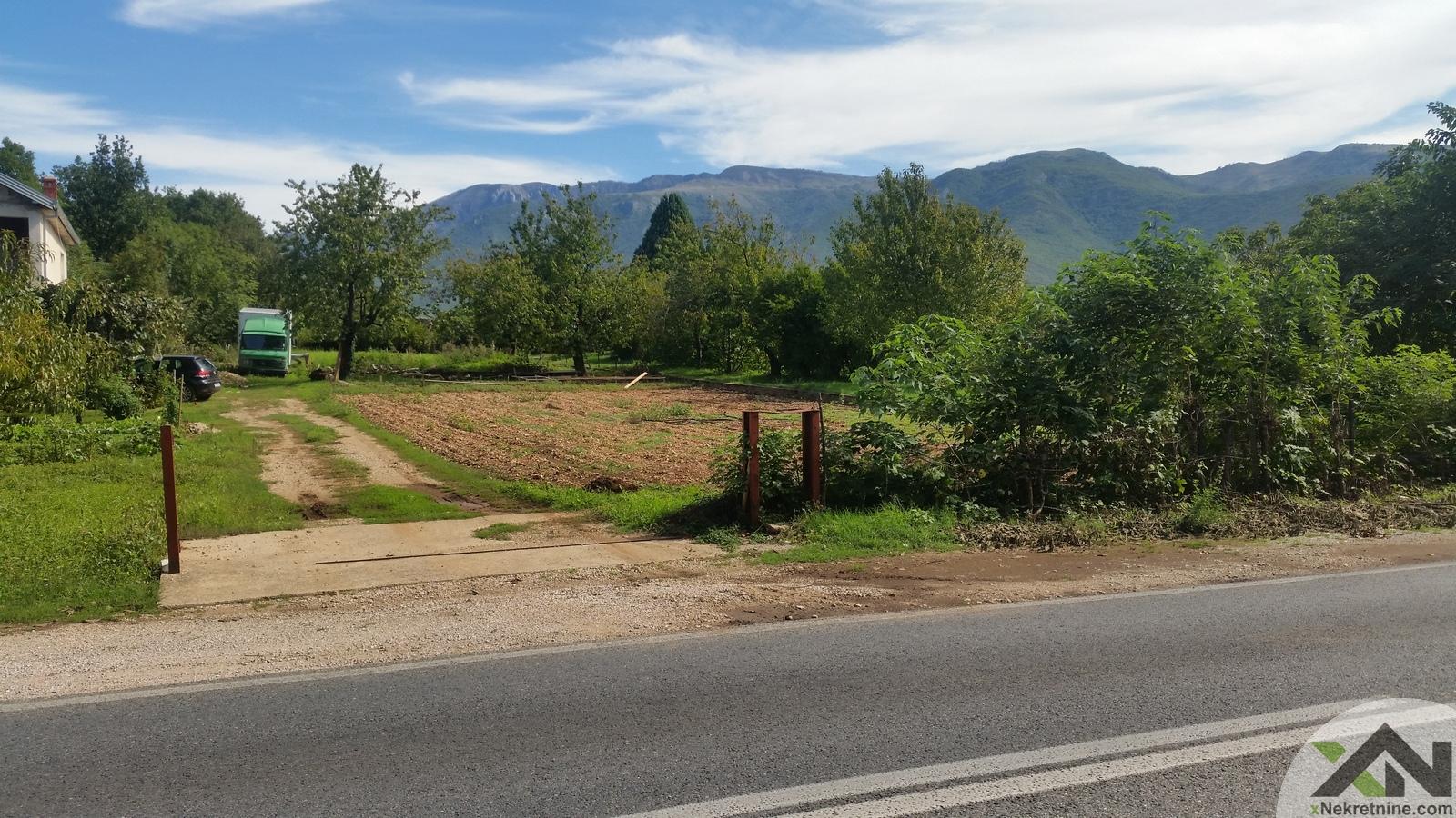 Zemljište uz M17 magistralni put