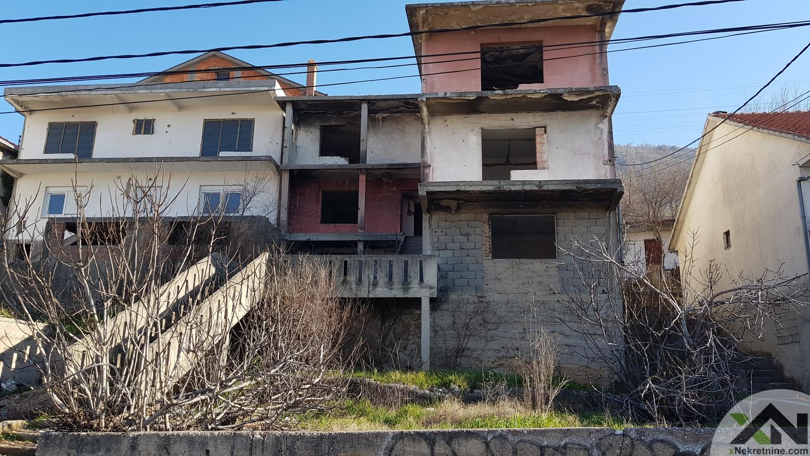 Kuća sa tri trosobna stana (Šehovina)