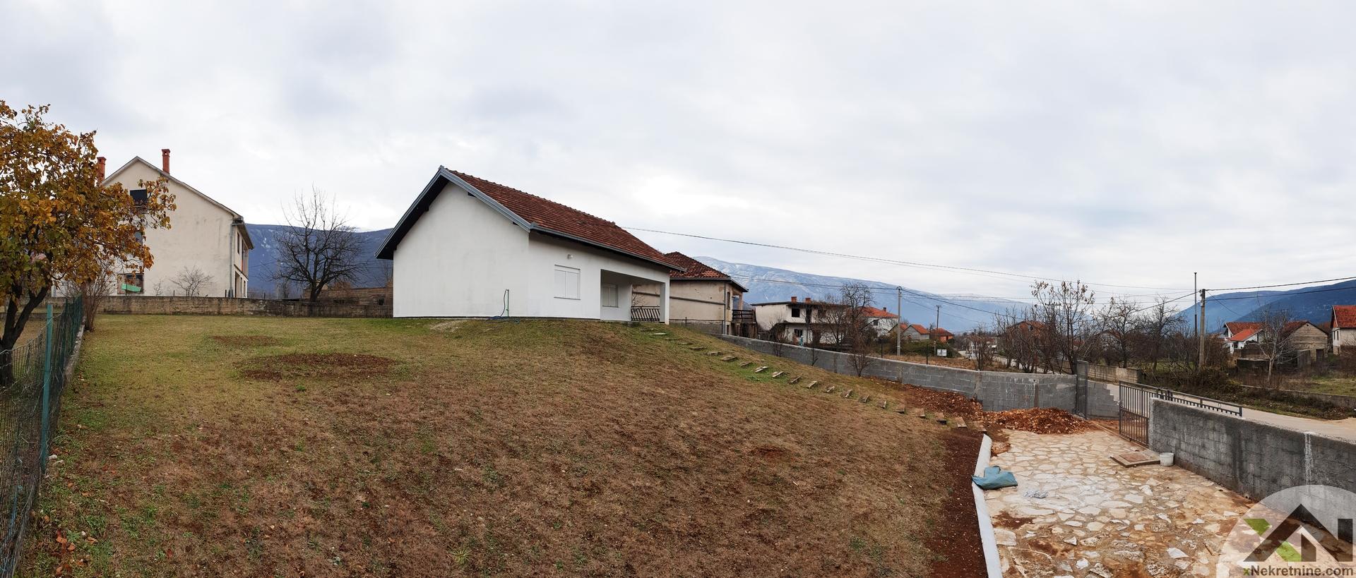 Kuća sa velikom okućnicom