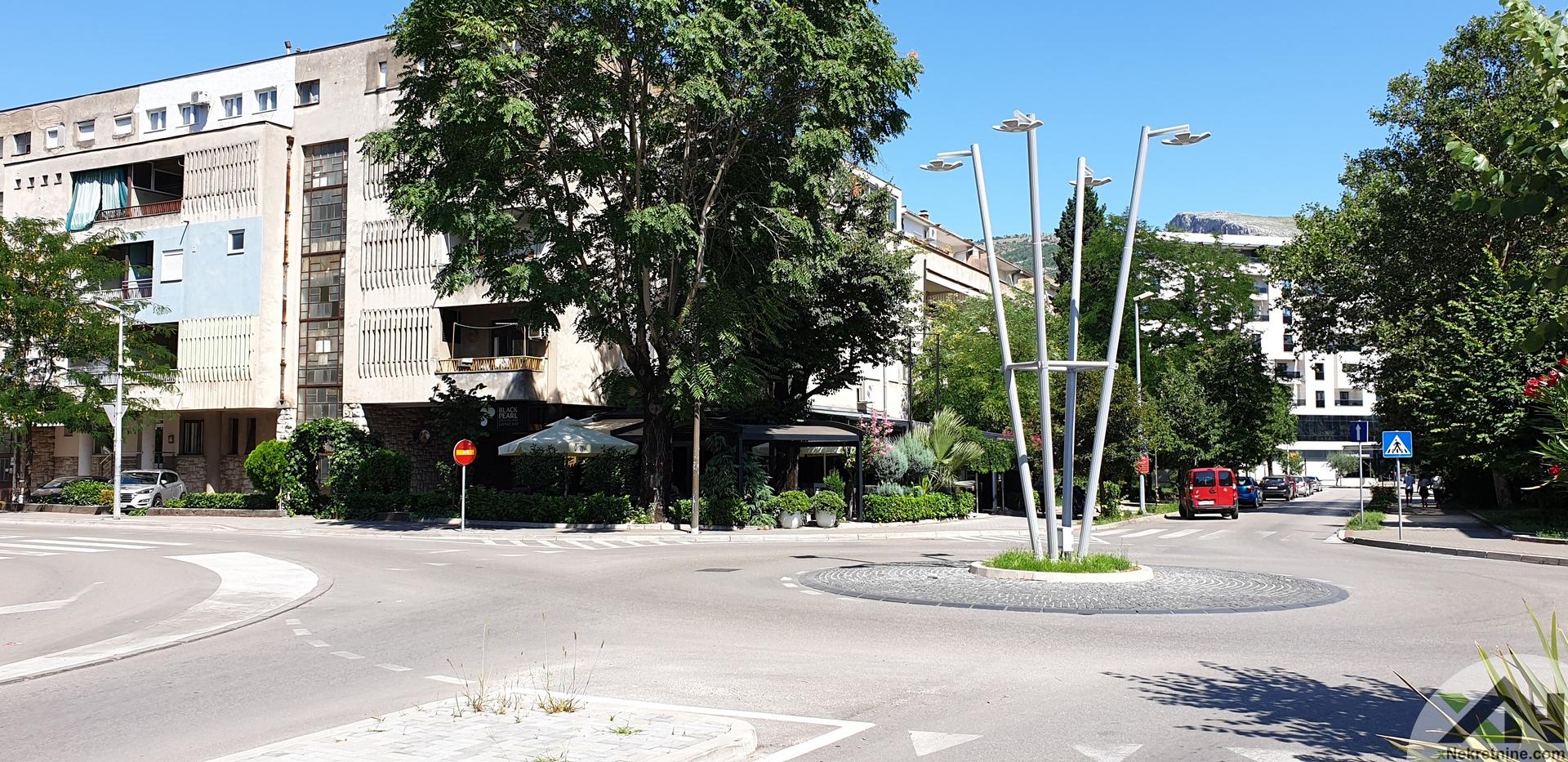 Dvosoban stan  (kod Black Pearl-a) - ulica Kralja Tvrtka