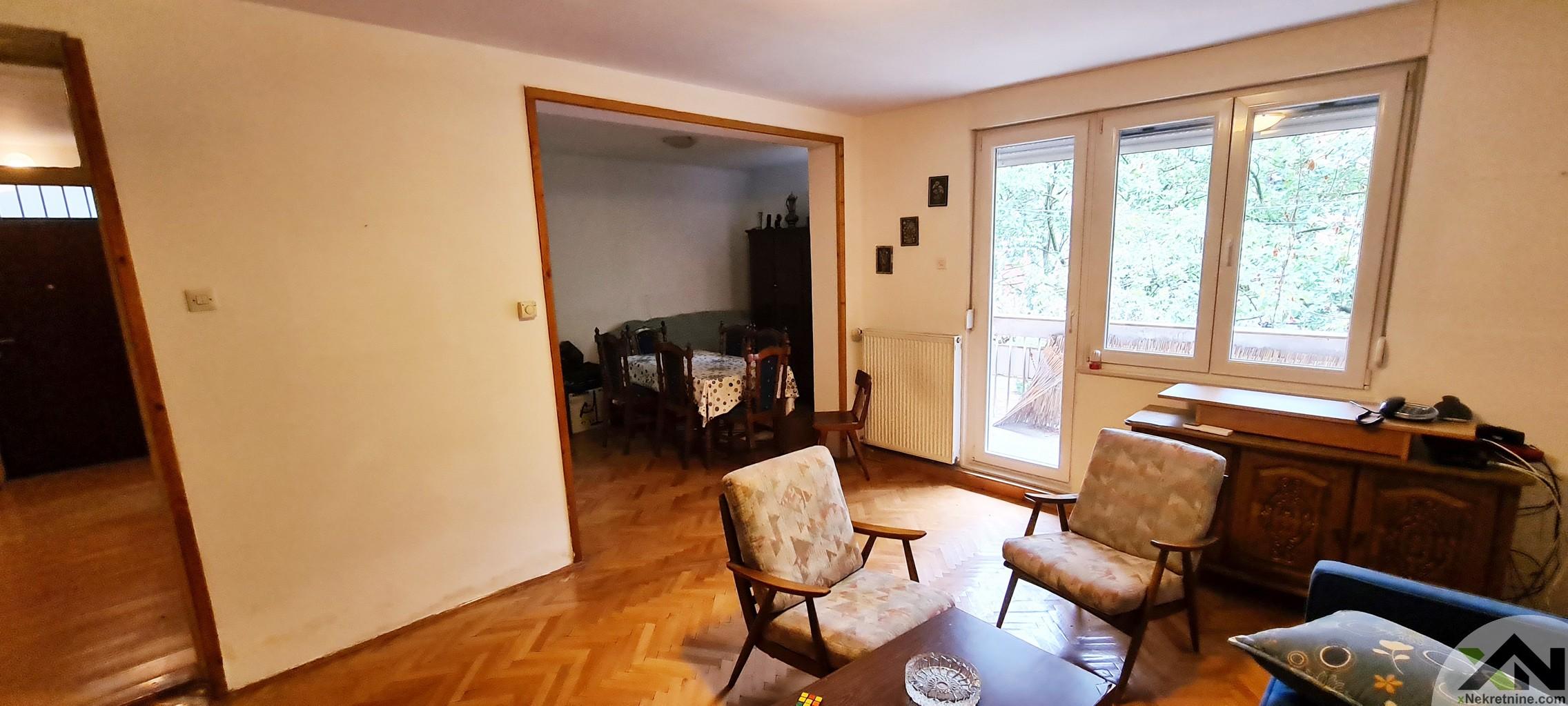 Dvosoban stan sa garažom - Zagrebačka ulica
